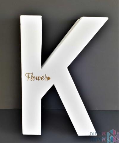 קופסה לפרחים - האות K בצבע לבן