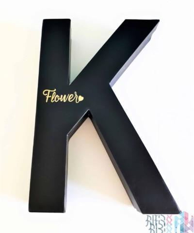 קופסה לפרחים - האות K בצבע שחור