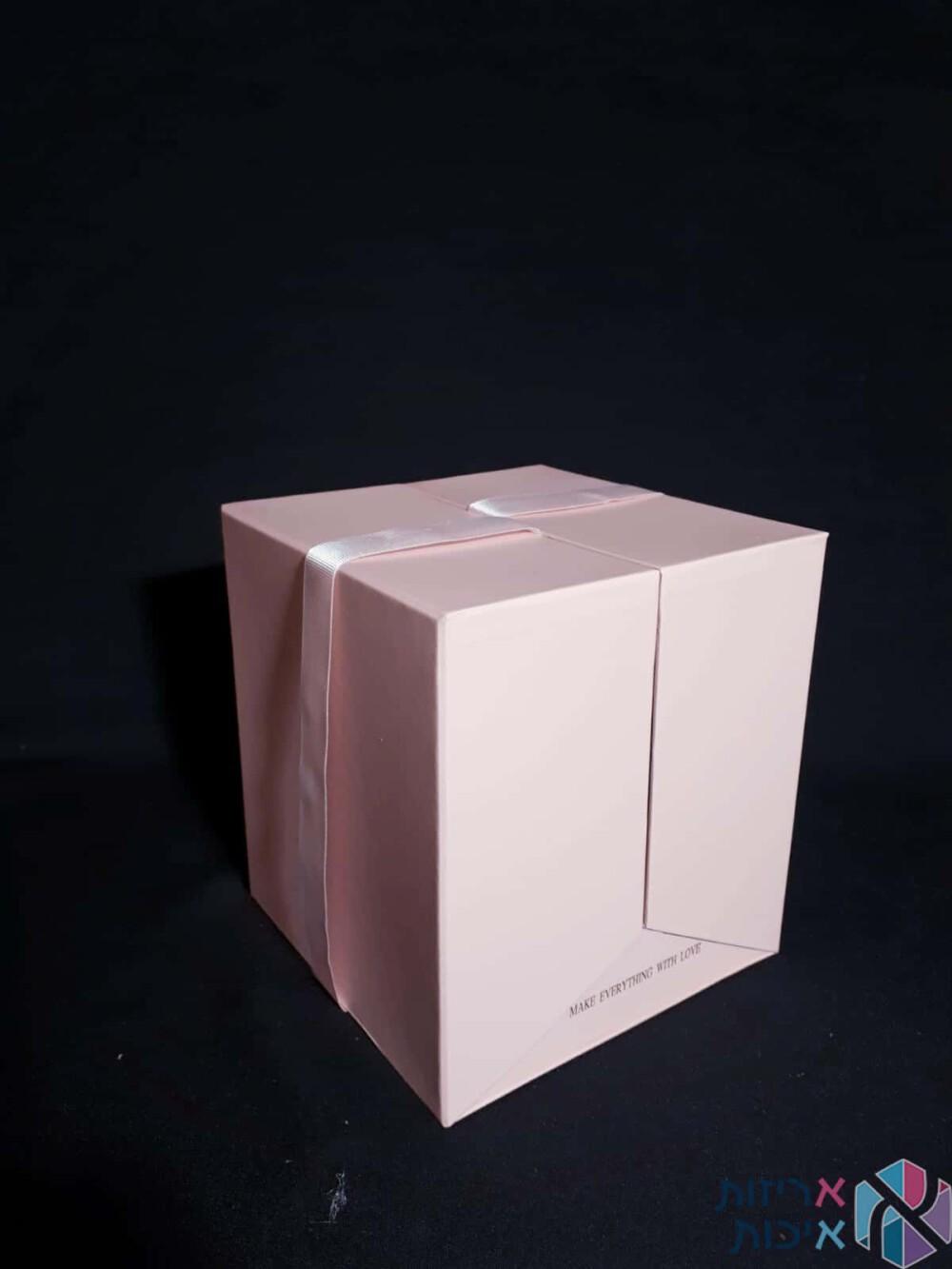 קופסאות לפרחים - קופסאות הפתעה נפתחות עם סרט סאטן בצבע ורוד
